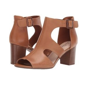 Clarks Collection Deva Heidi Heeled Leather Sandal